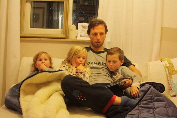 Der Papa mit seinen drei Kleinen :-)